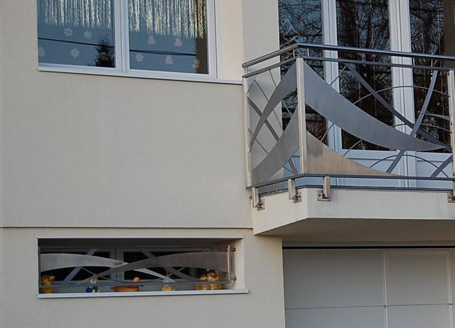 balustrada-balkonowa-ze-stali-nierdzewnej-na-balkon-nierdzewna