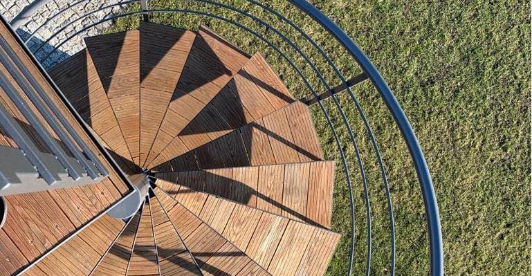 schody ze stali, schody zewnętrzne stalowe, schody spiralne, kręcone, ocynkowane, malowane, metalowe, drewniane stopnie, na wymiar, schody do ogrodu, Eko-Balinox Kościan, schody zewnętrzne stalowe Poznań, indywidualne schody
